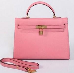 大人気な エルメス ハンドバッグ カジュアルさを兼ね備えたショルダーバッグ ピンク