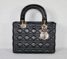 絶賛発売中!機能性抜群なChristian Dior クリスチャン・ディオール 女性用の黒いハンドバッグ2way.