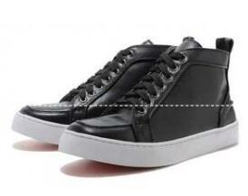 幅広い人気を博するChristian Louboutin、クリスチャンルブタンの男性スニーカー靴.