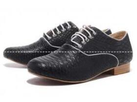 お洒落を演出するルブタン コピー、Christian Louboutinのクッション性が高いカジュアルメンズ靴.