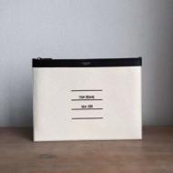 品質保証定番人気 トムブラウンコピークラッチバッグ 黒白2色無地THOM BROWNE 主張し過ぎないスタイル 飽きこないデザイン