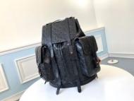 ルイヴィトン バックパック コーデ 見た目の上品さで魅了 Louis Vuitton メンズ ブラック 大容量 限定品 コピー おすすめ 最低価格