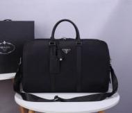 プラダ ショルダーバッグ コピー 大人っぽい装いにおすすめ メンズ PRADA デイリー ブラック 大容量 限定品 最高品質