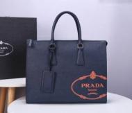 プラダ ビジネスバッグ スーパーコピー トレンド感を醸し出す大本命 PRADA メンズ ブラック ロゴ カジュアル 限定品 安価
